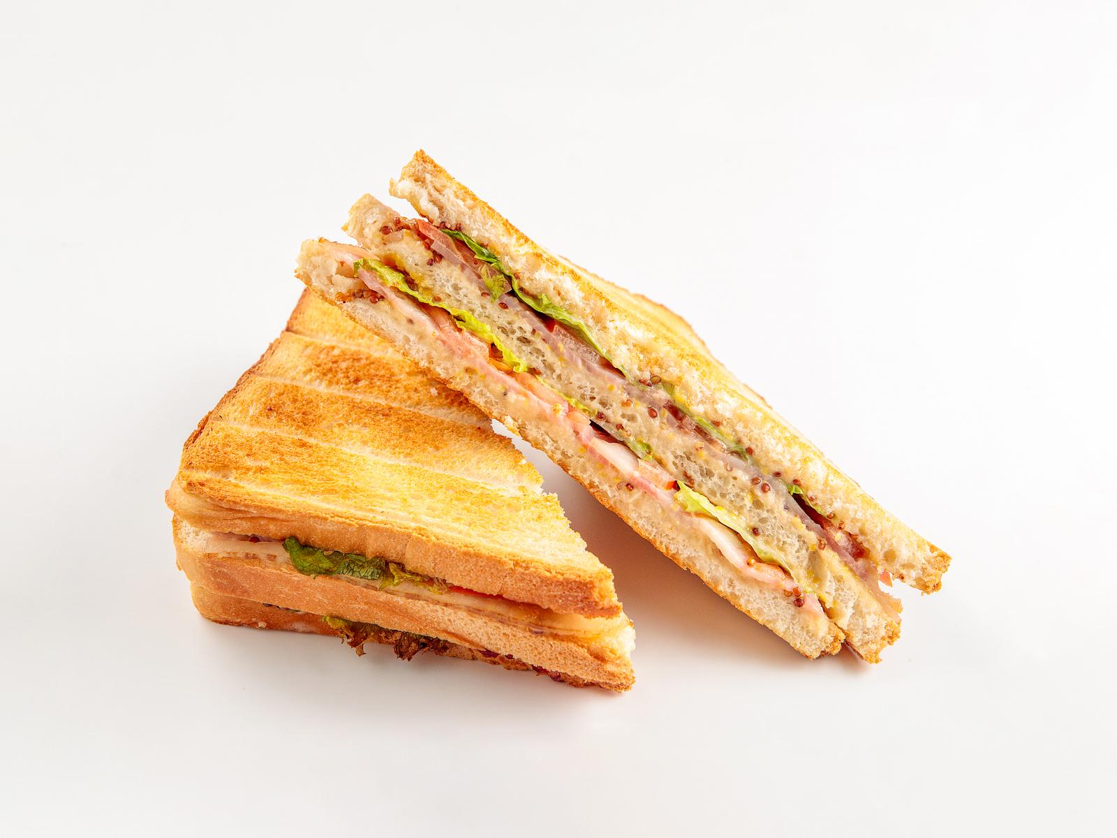 Сэндвич с беконом и горчицей