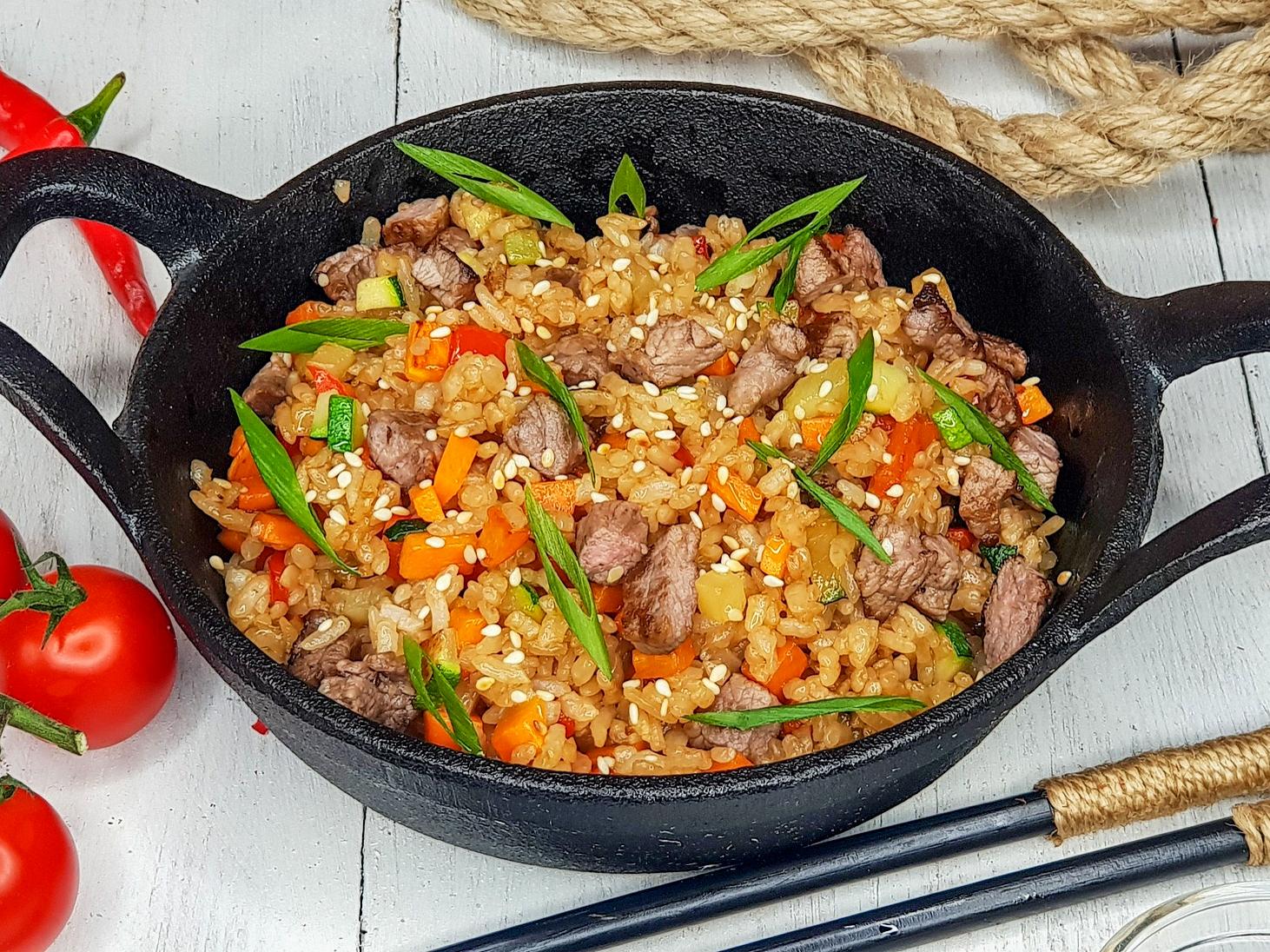 Вок с рисом и говядиной