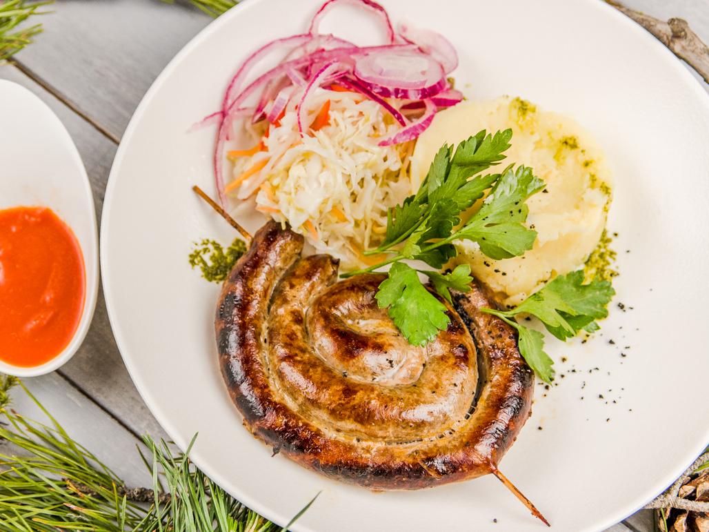 Колбаска подкопченная из мяса кабана