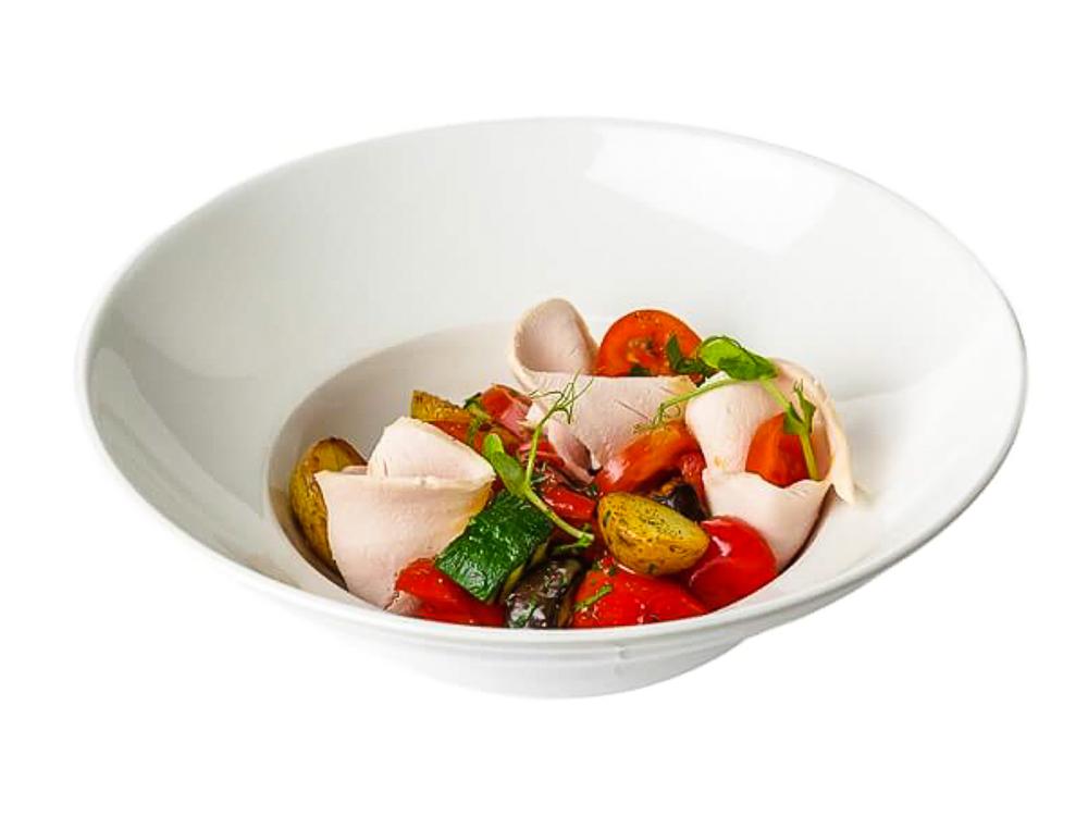 Теплый салат из индейки с овощами гриль