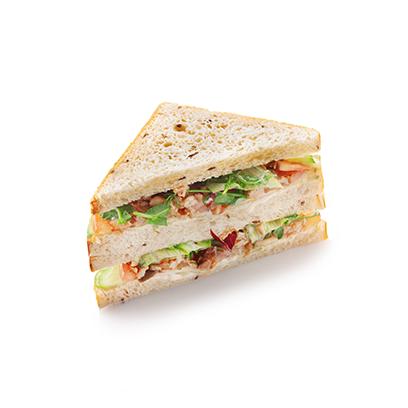 Сандвич халапеньо с овощами и курицей