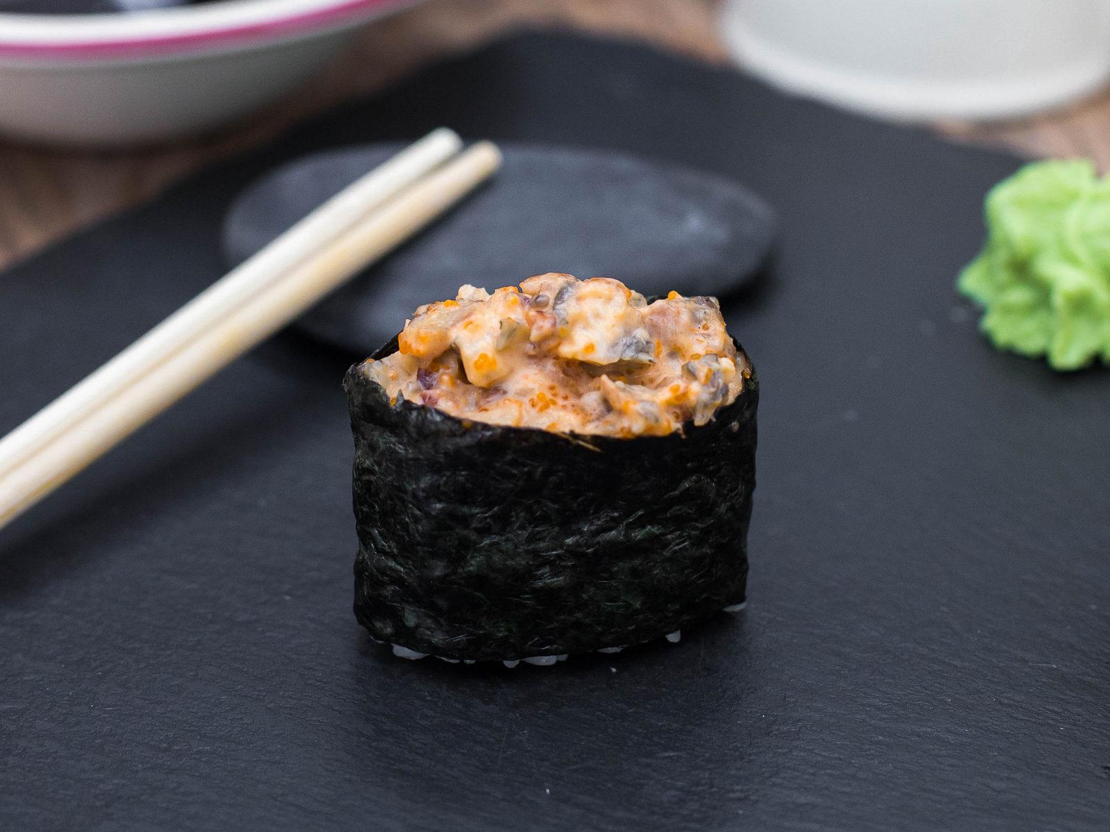 Спайси-суши с угрем