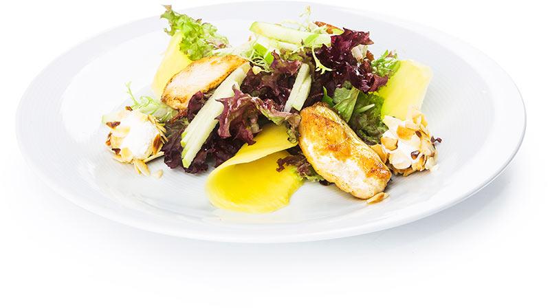 Салат с курицей, сливочным сыром и миндалём