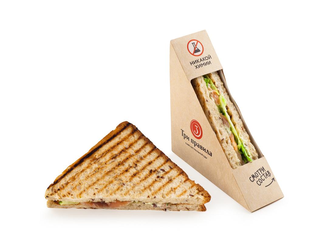 Сэндвич с лососем на зерновом хлебе