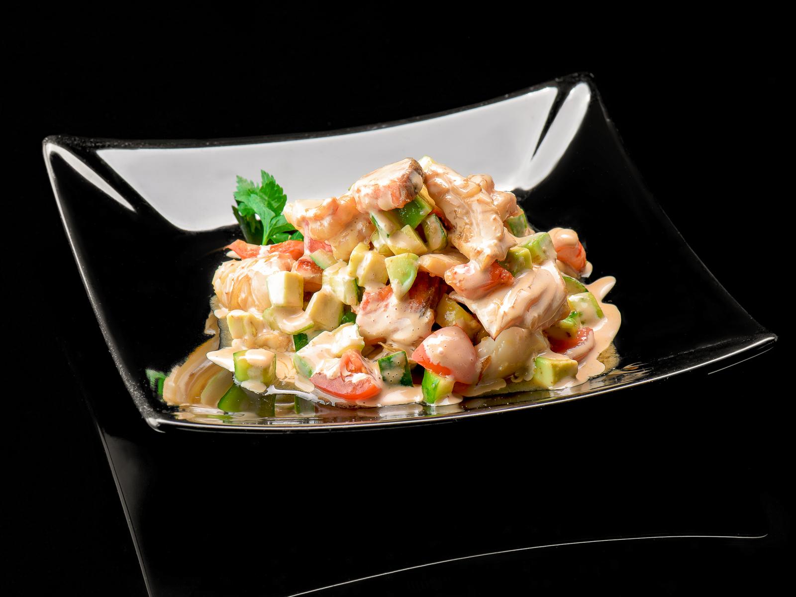 Салат из морепродуктов с соусом а-ля Джапонез