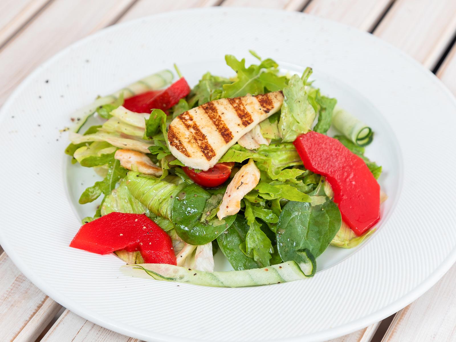 Салат с грушей и куриной грудкой