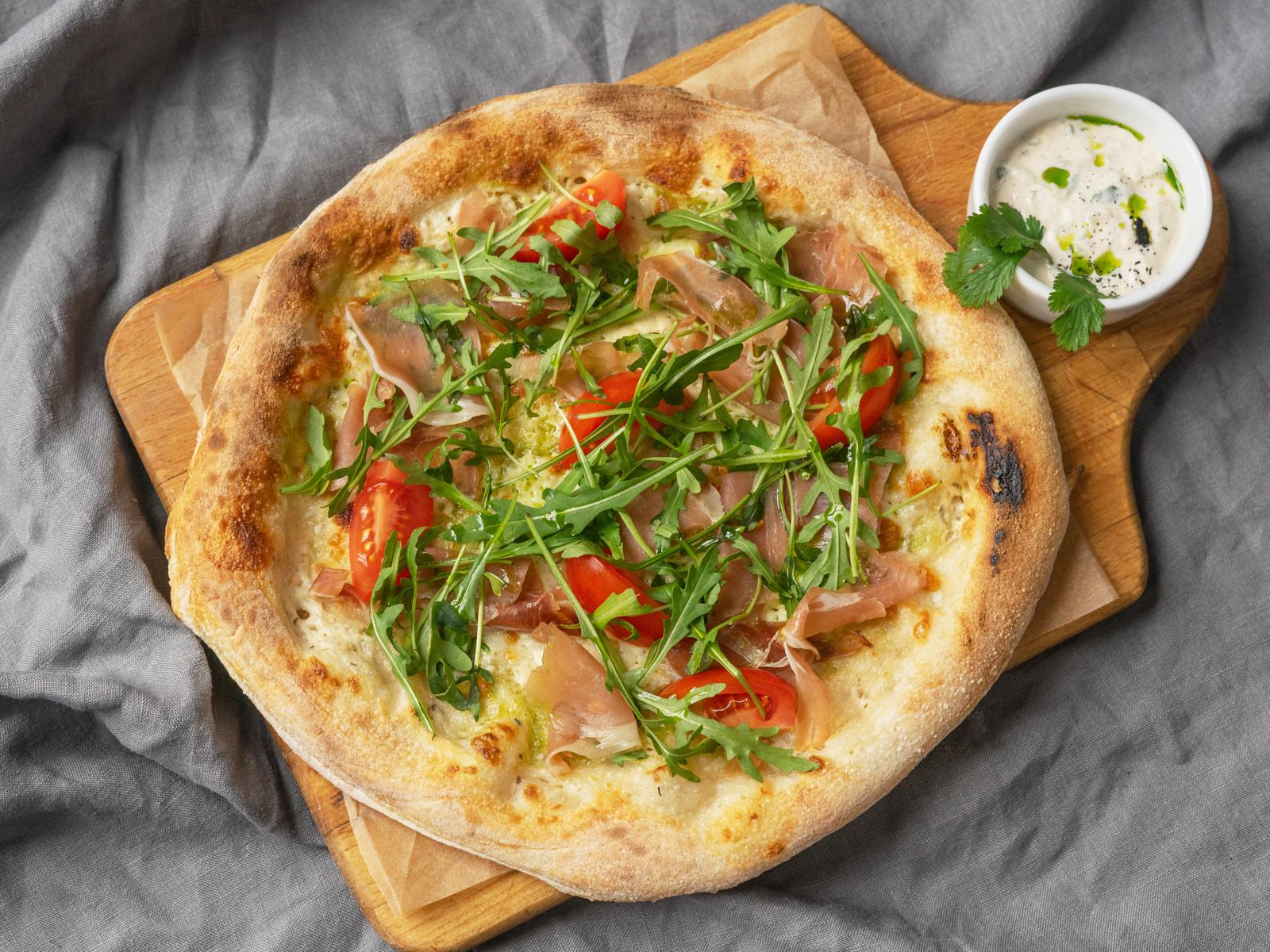 Пицца Страчателла с пармой