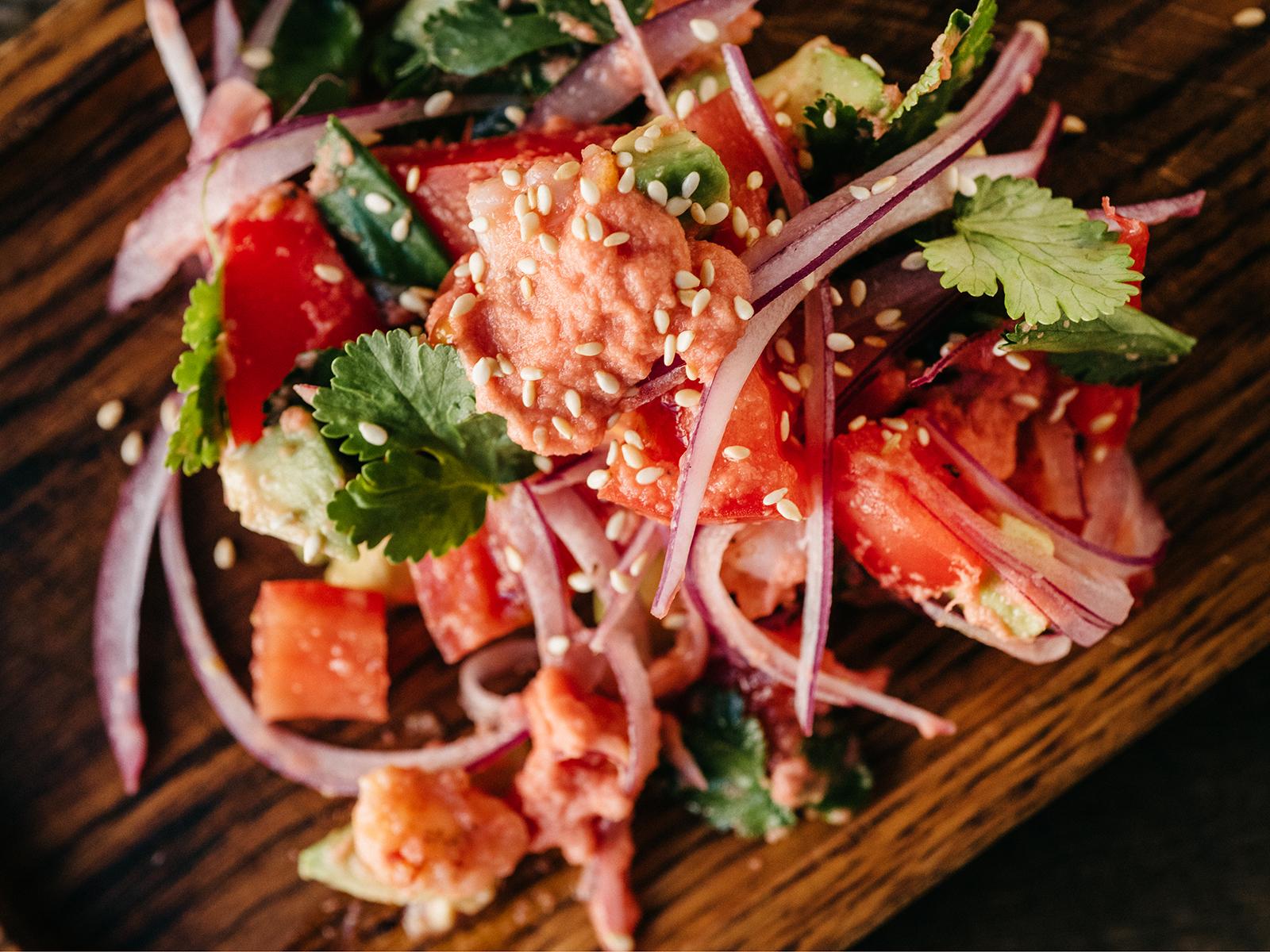 Салат Авокадо с креветками в имбирной заправке