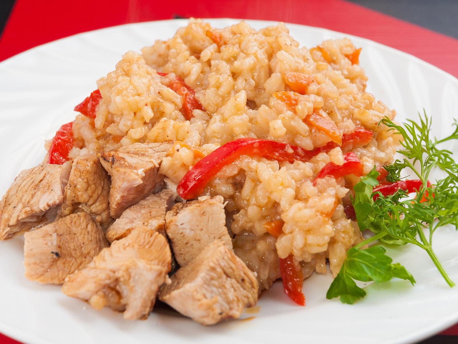 Чесночный рис по-тайски с овощами