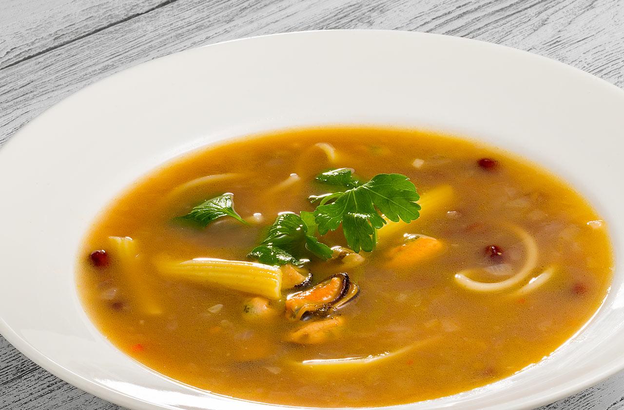 Суп фасолевый с мидиями и пастой