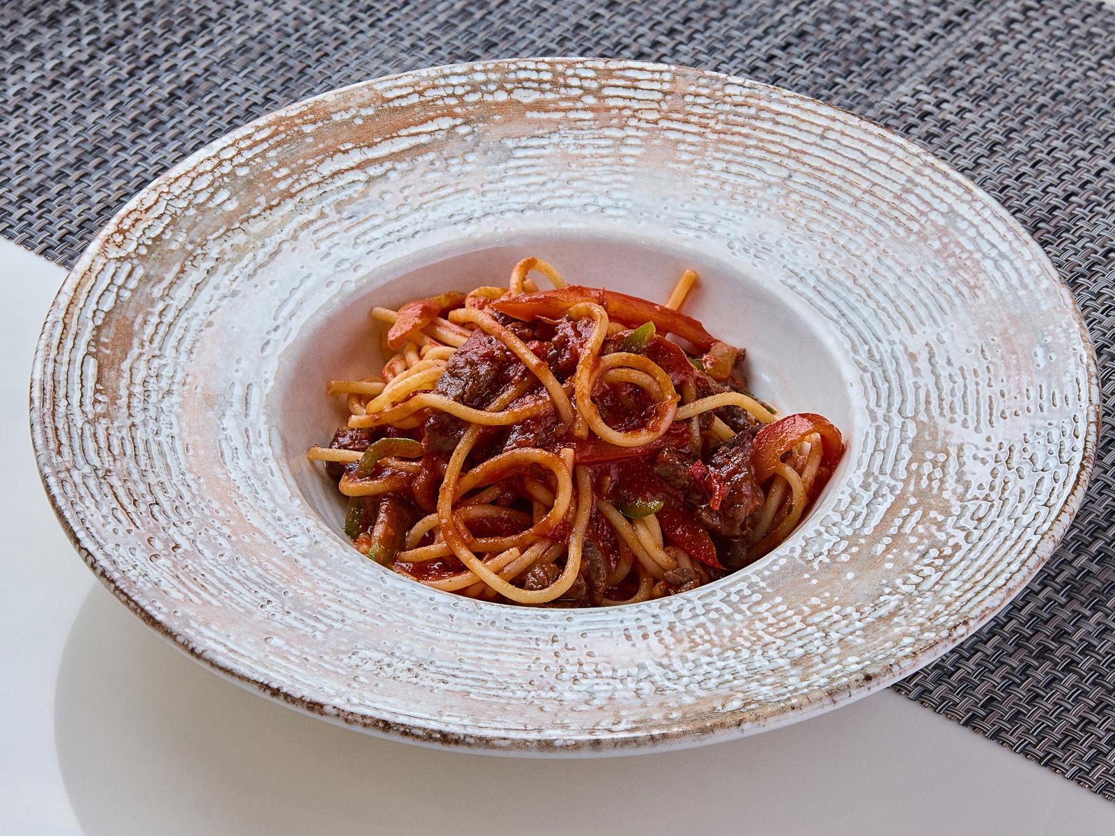 Спагетти с мраморной говядиной