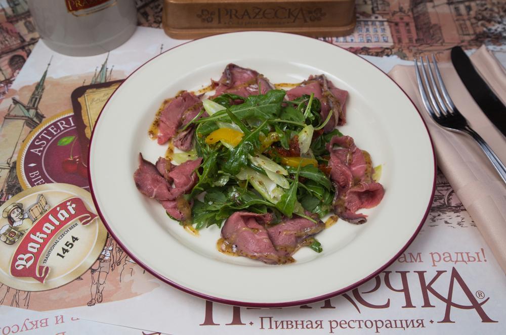 Салат с ростбифом