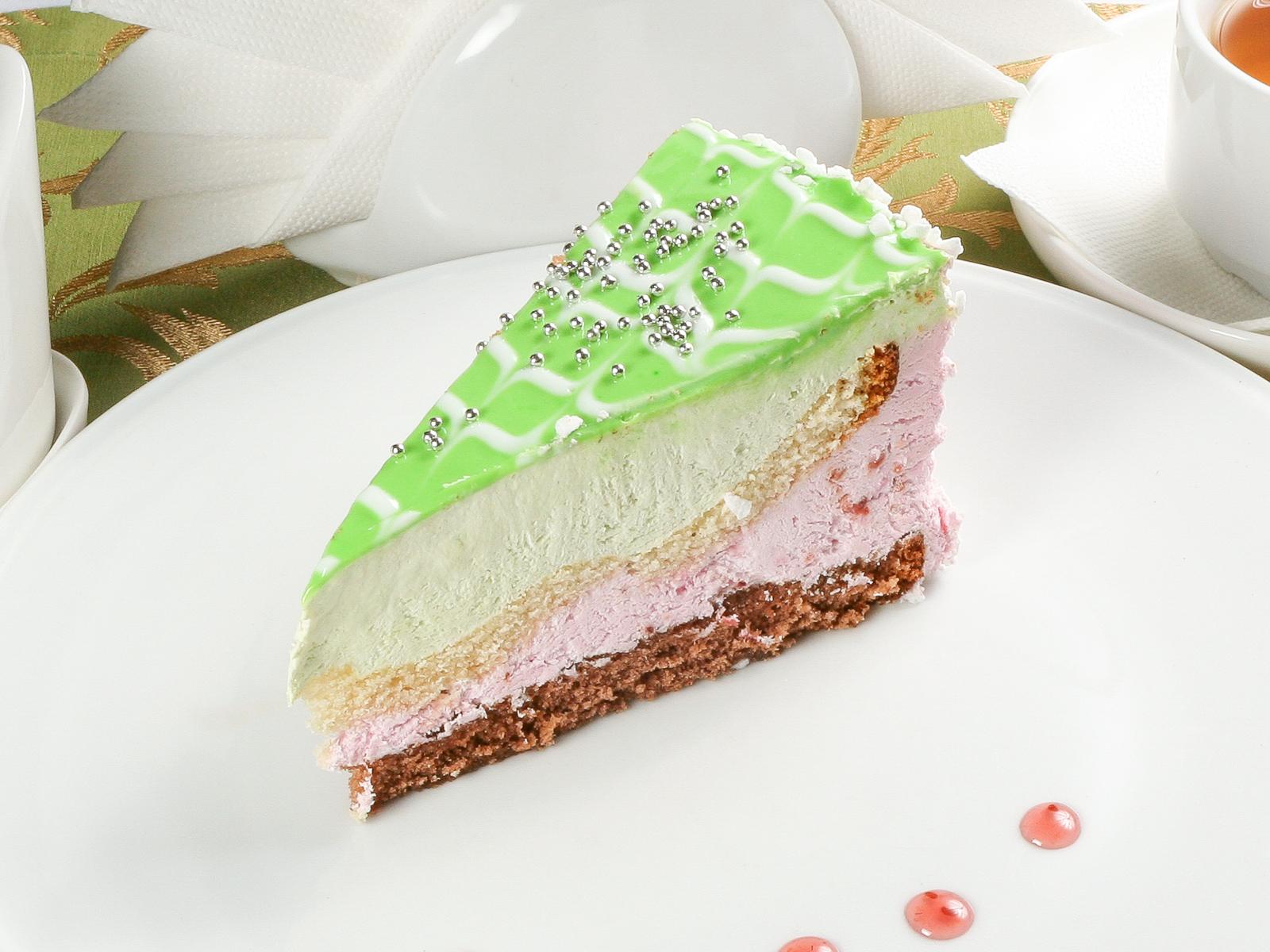 Торт Землянично-фисташковый