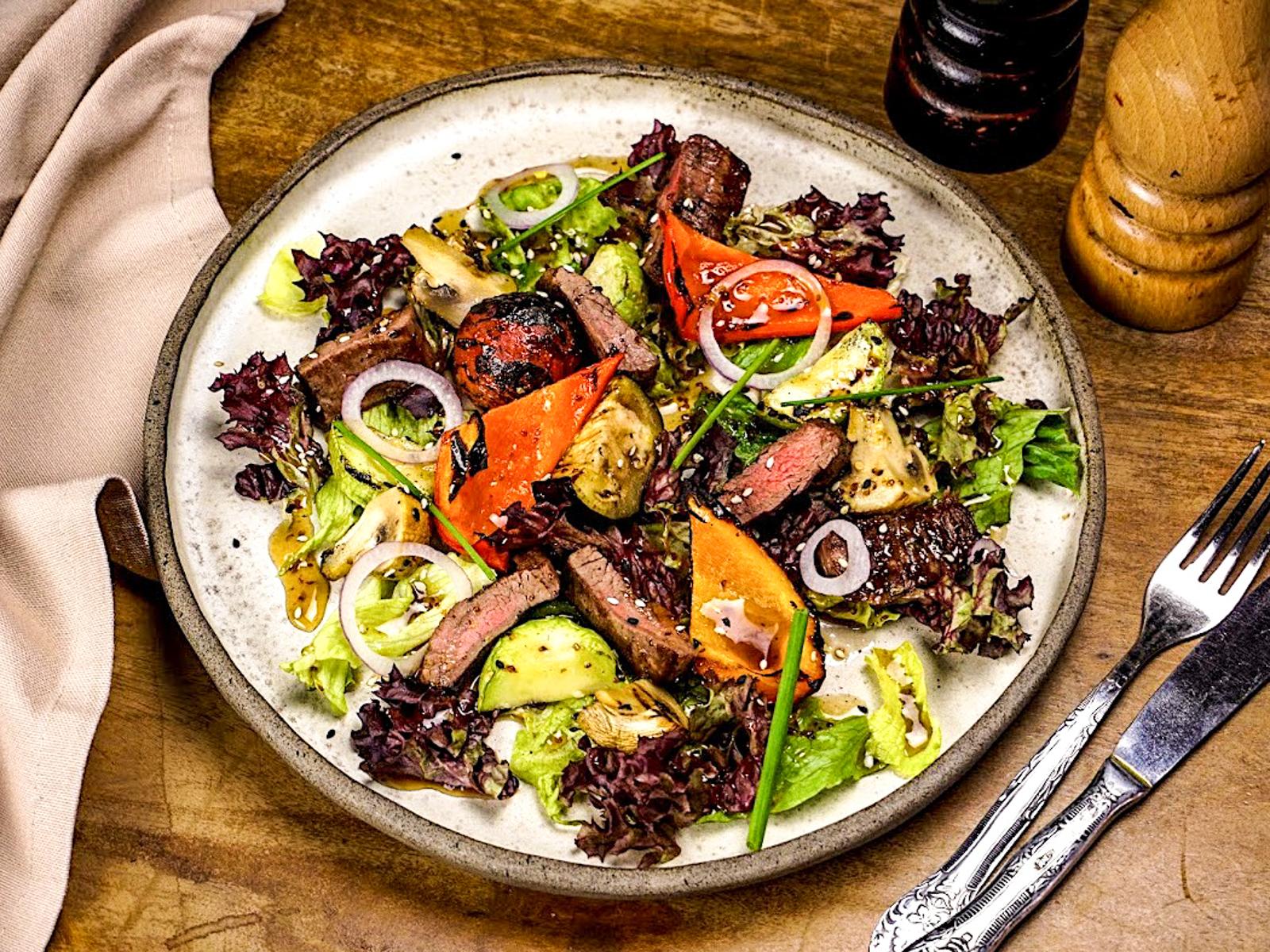 Теплый стейк-салат с говядиной