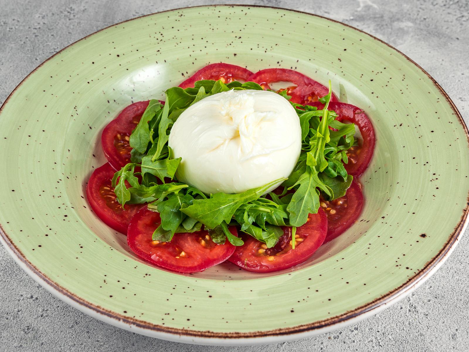 Салат Буррата с помидорами