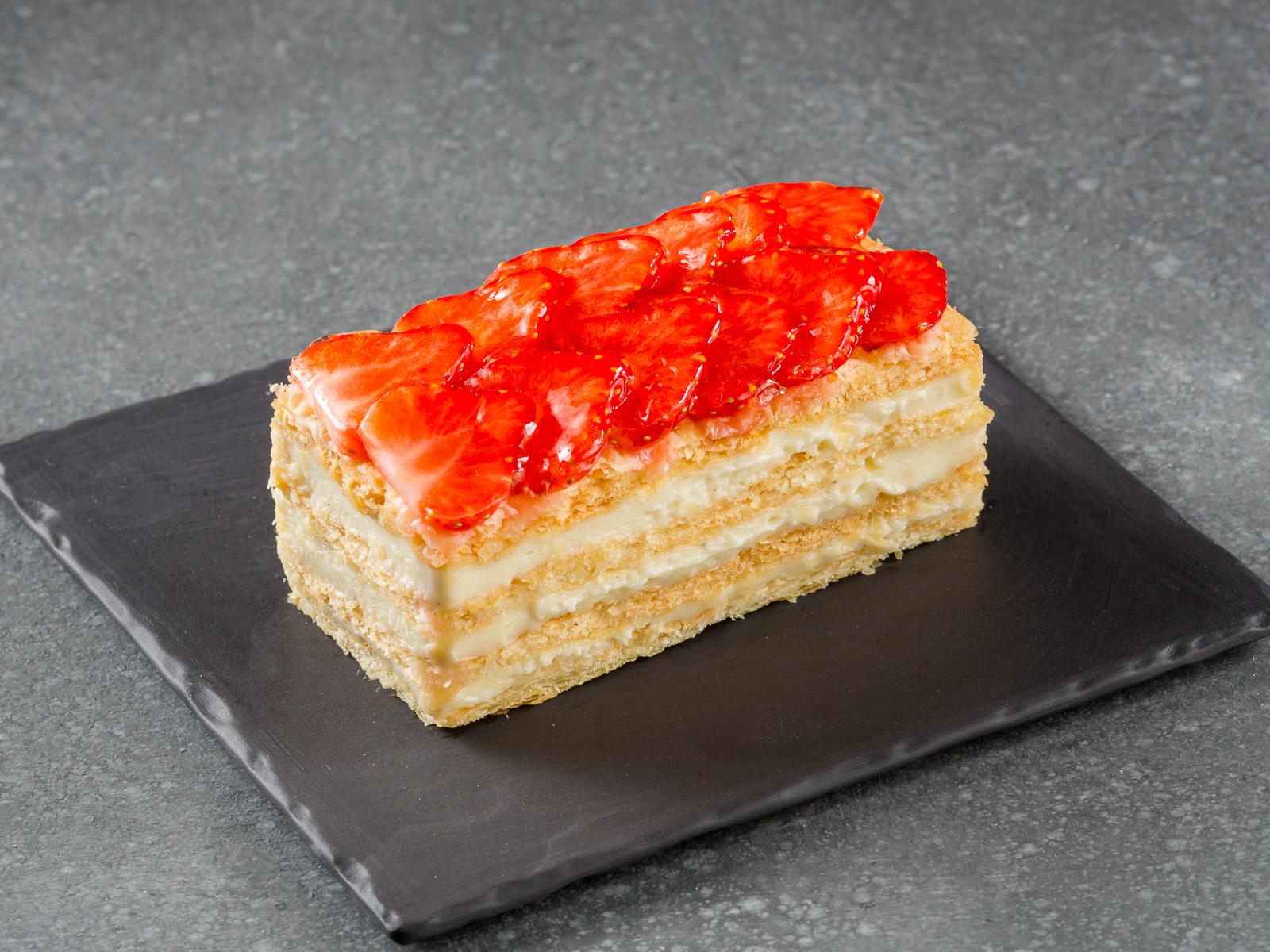 Торт Наполеон с клубникой