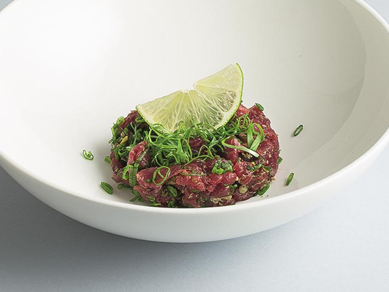 Тар-тар из говядины с трюфельным соусом