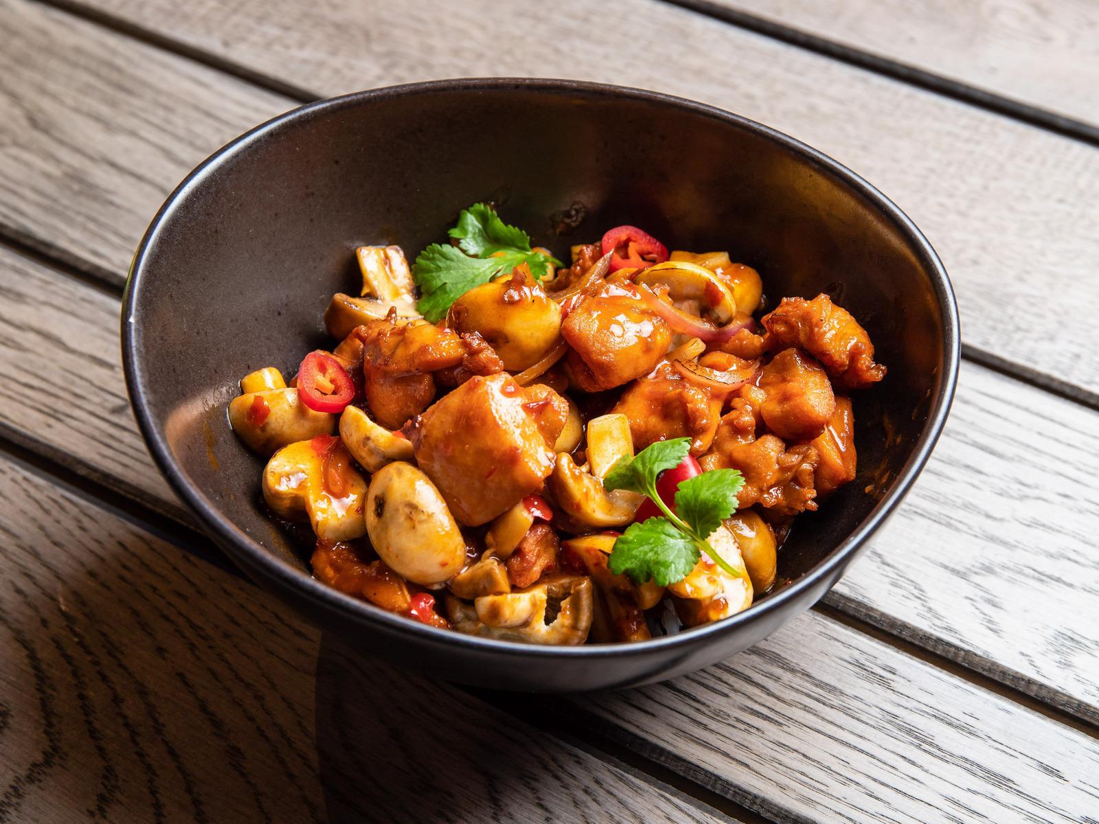 Грибочки Табаджан с курицей и паровым рисом