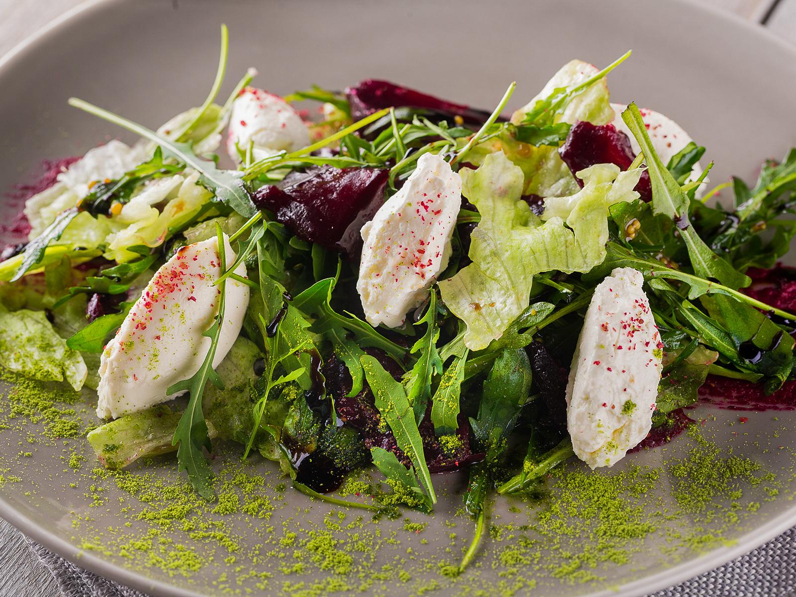 Салат со свеклой и творожным сыром