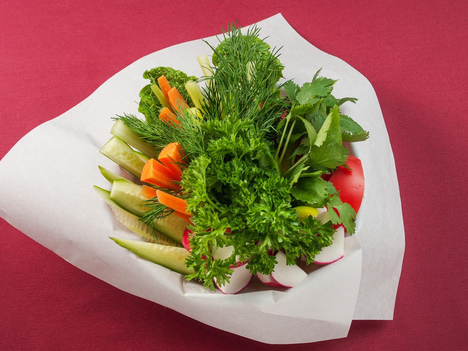Овощи свежие с зеленью