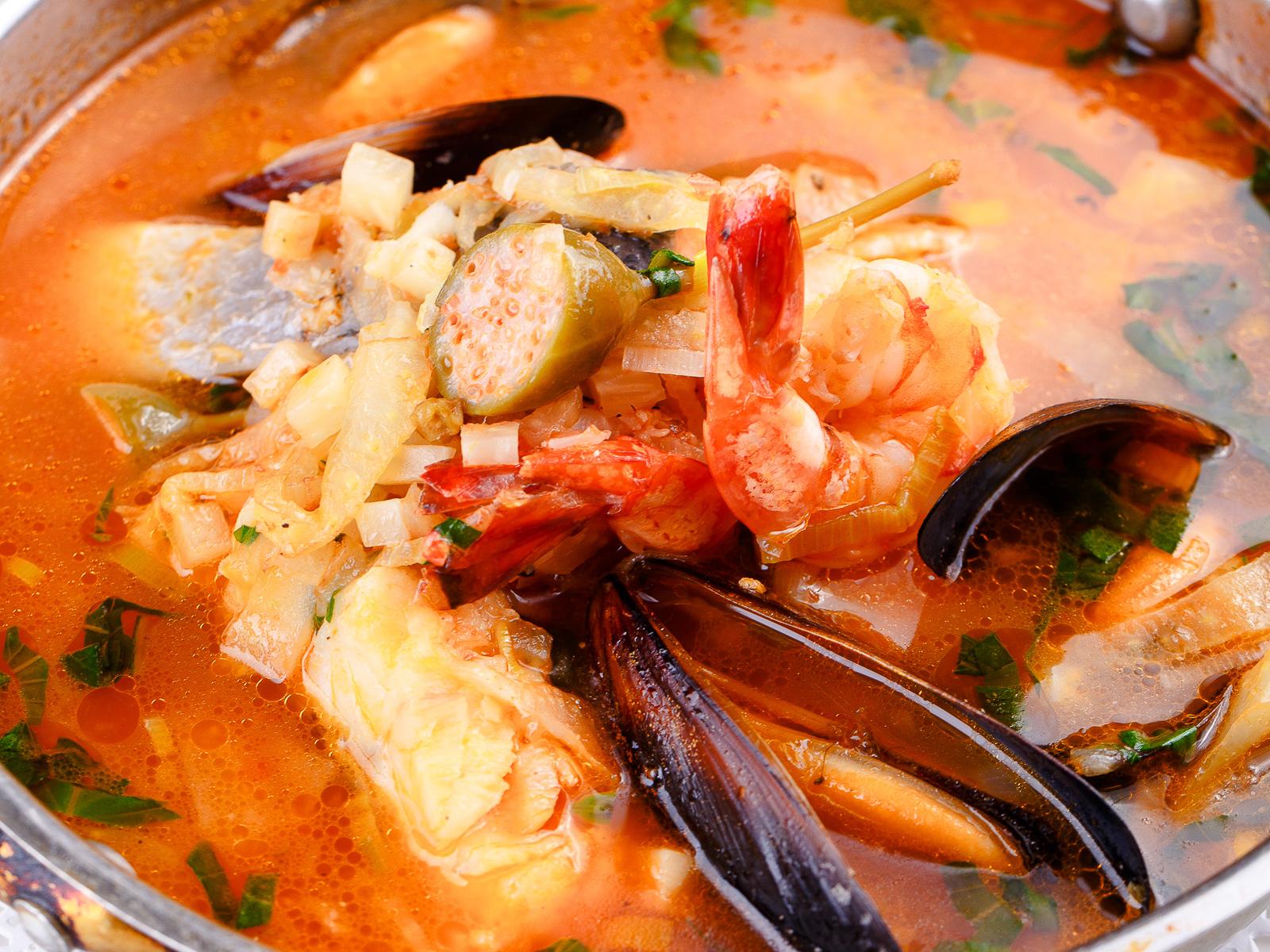 Ароматный морской средиземноморский суп