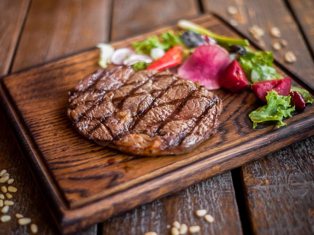 Рибай стейк из мяса бычков комбинированного откорма