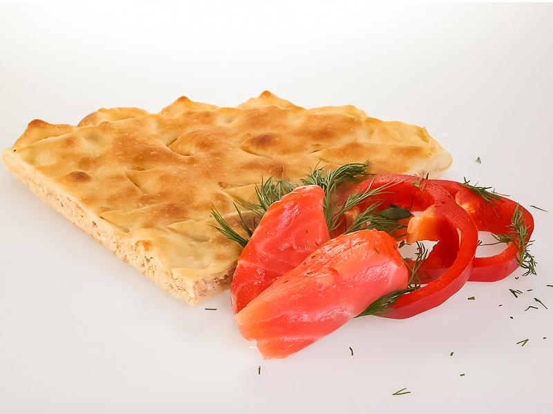 Пирог с лососем и овощами