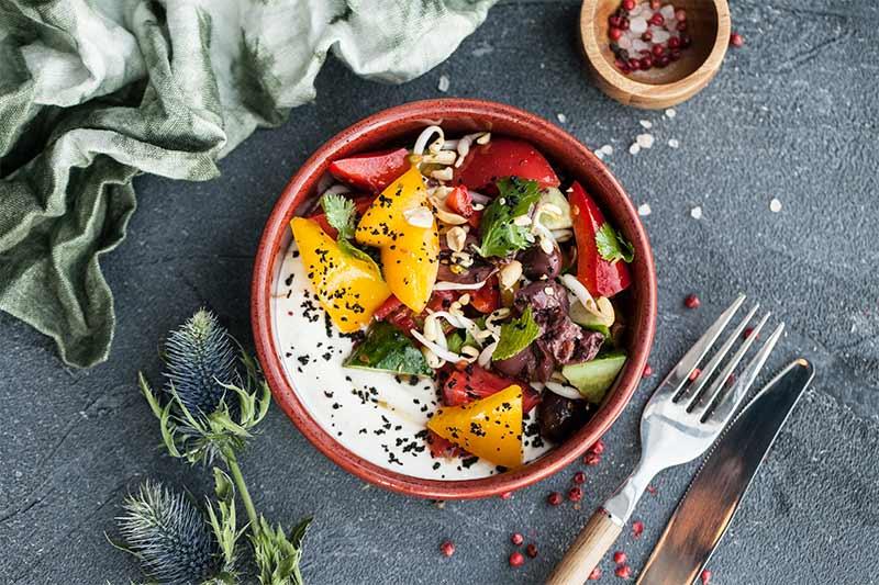 Греческий салат с ростками сои