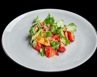 Хрустящие баклажаны с томатами в остро-сладком соусе