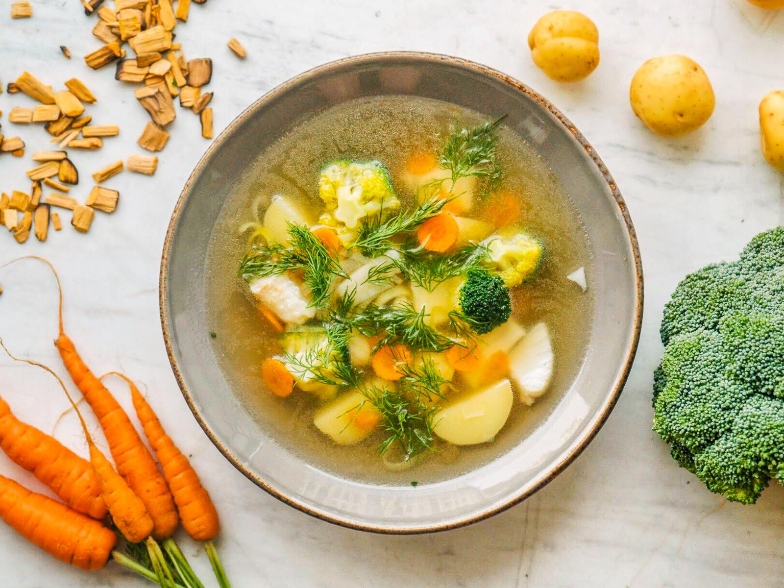 Уха с треской, палтусом и томлеными овощами