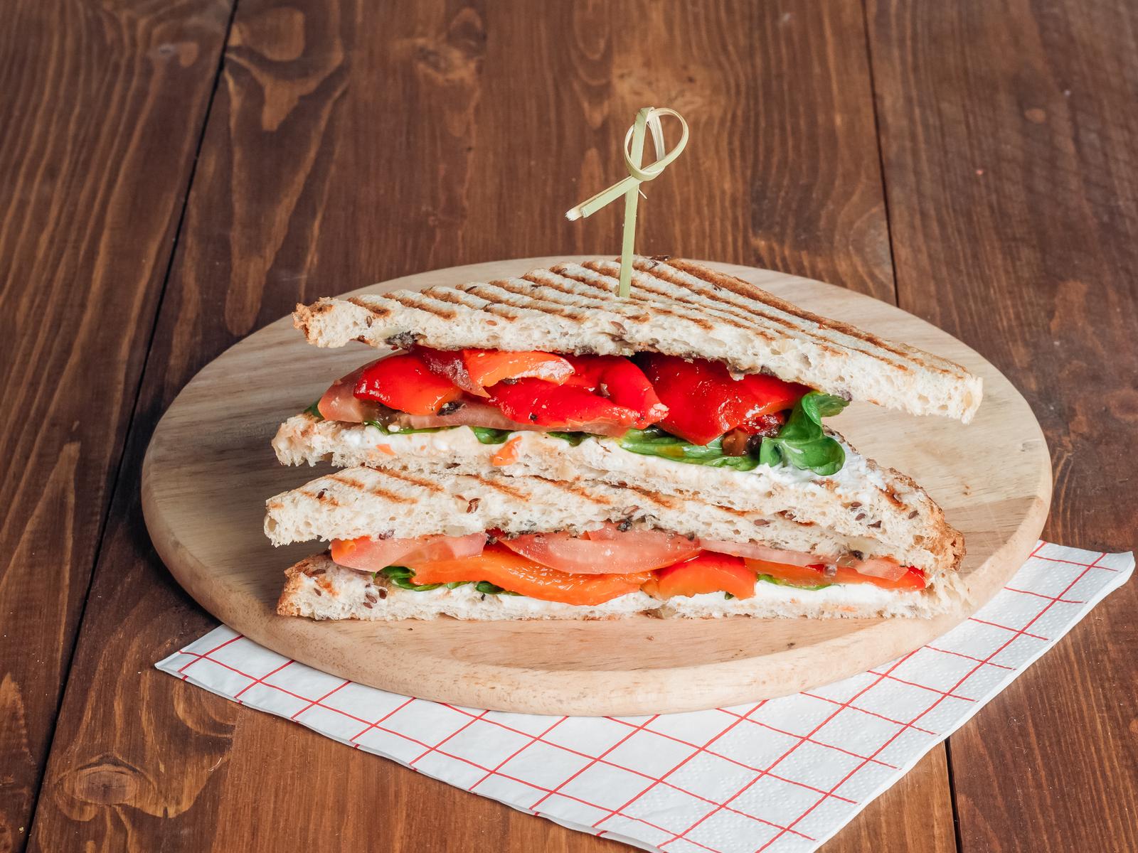 Сэндвич с печеным перцем