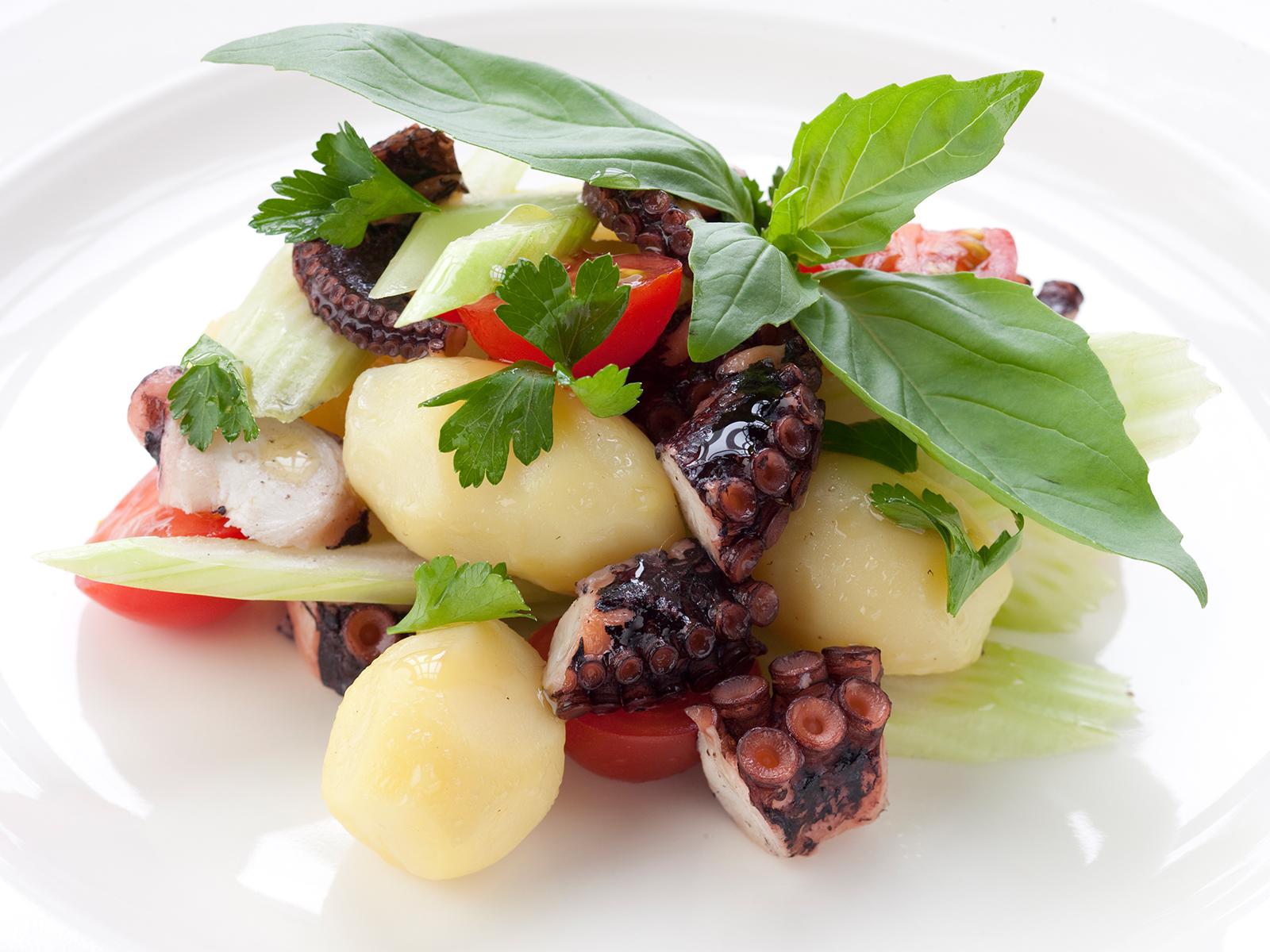 Осьминог с картофелем
