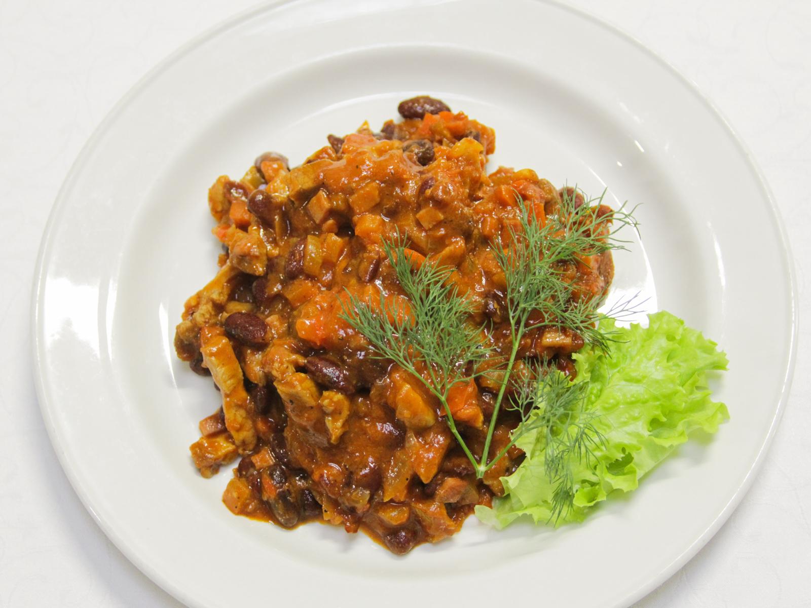 Свинина с овощами и фасолью