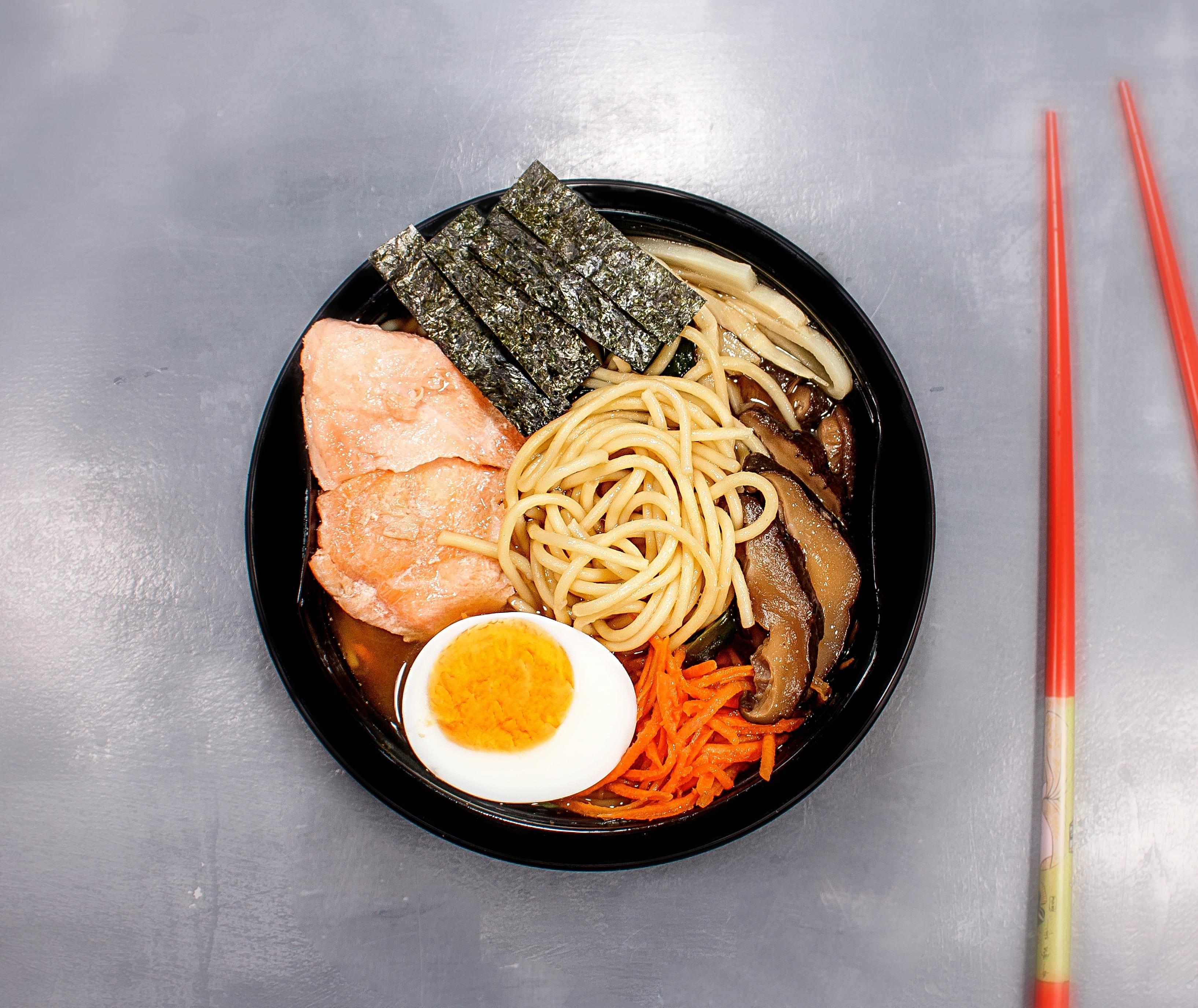 Суп Рамен с лососем