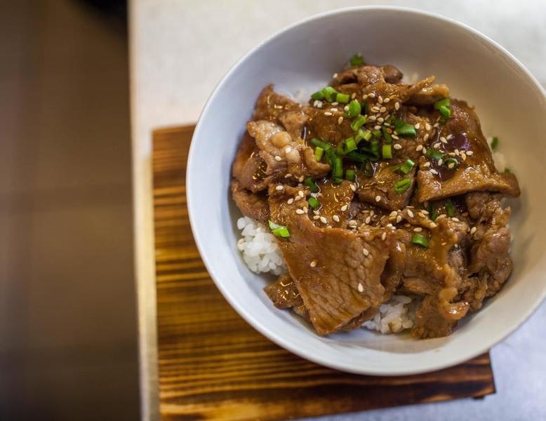 Свинина под имбирным соусом с рисом
