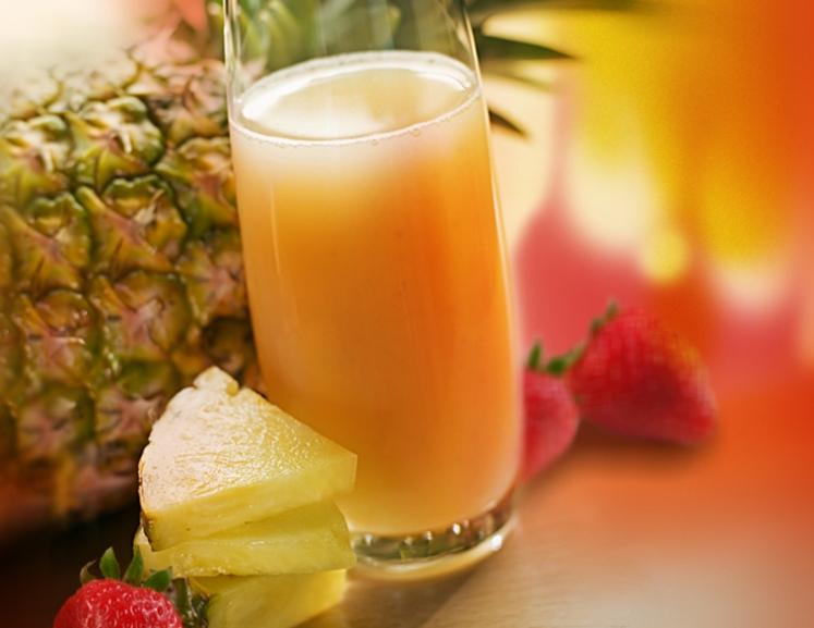 Ананасово-клубничный сок