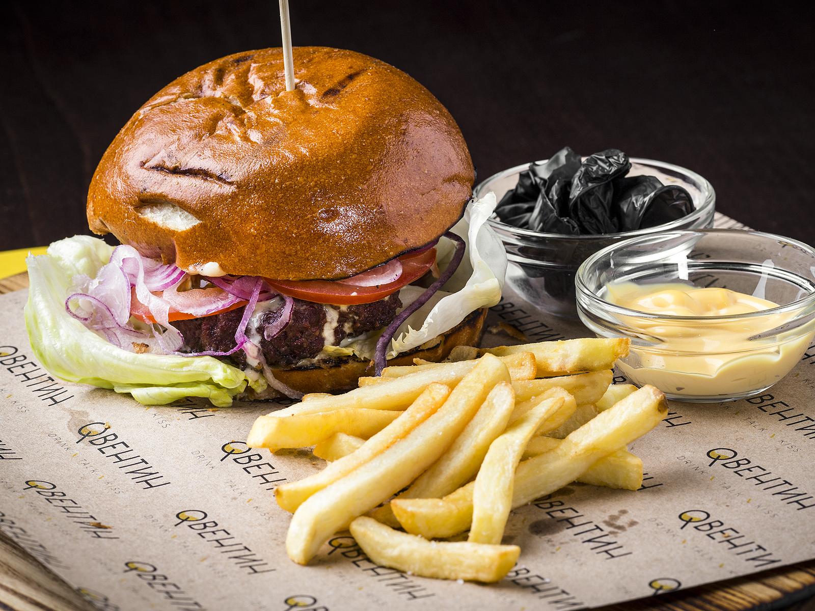 Бургер с котлетой из мраморной говядины