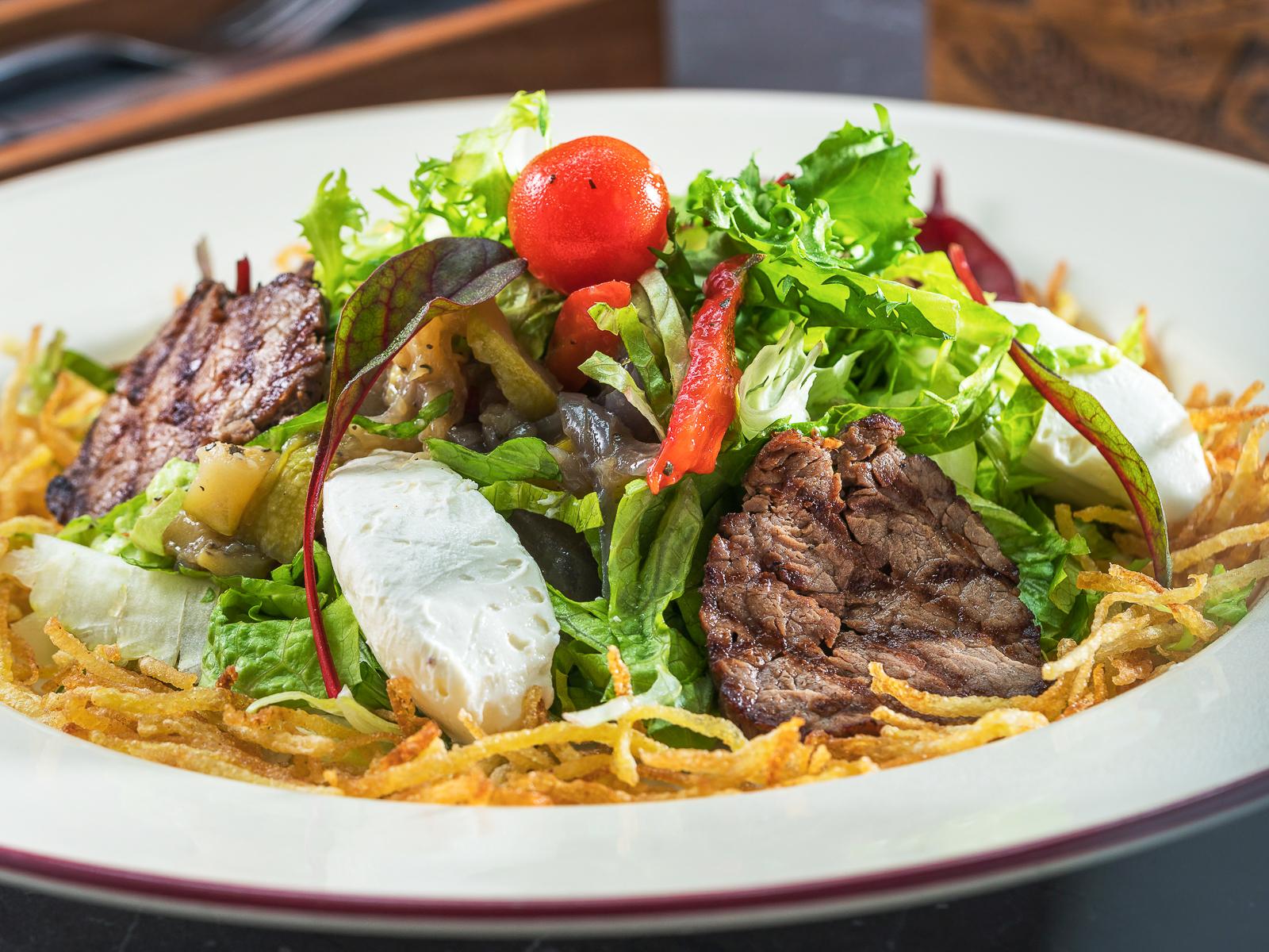 Гриль-салат со сливочным сыром и телятиной