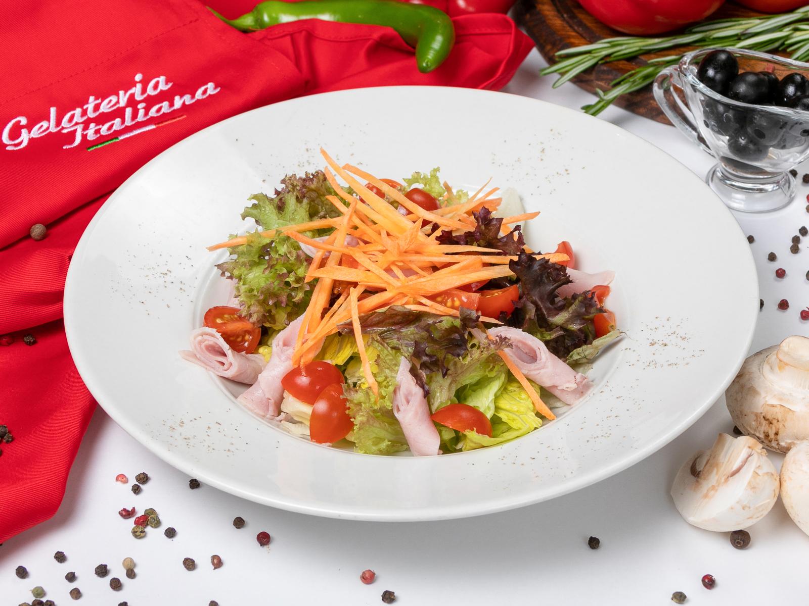 Салат с ветчиной и маринованными луковицами