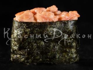 Суши Острый гункан с лососем