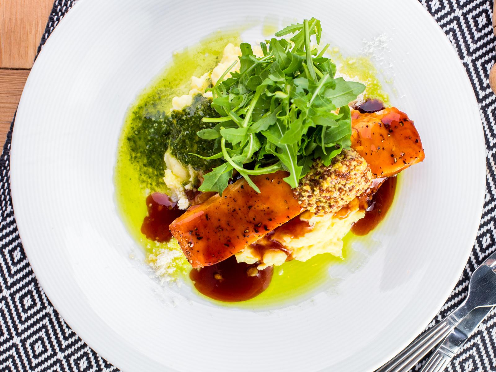 Филе лосося с песто и терияки