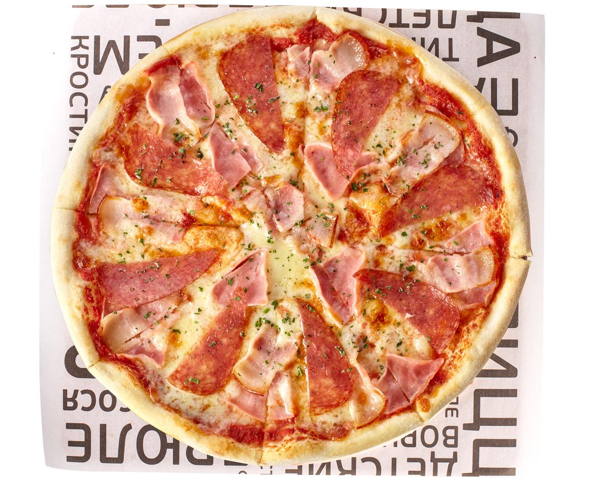 Пицца с ветчина и беконом