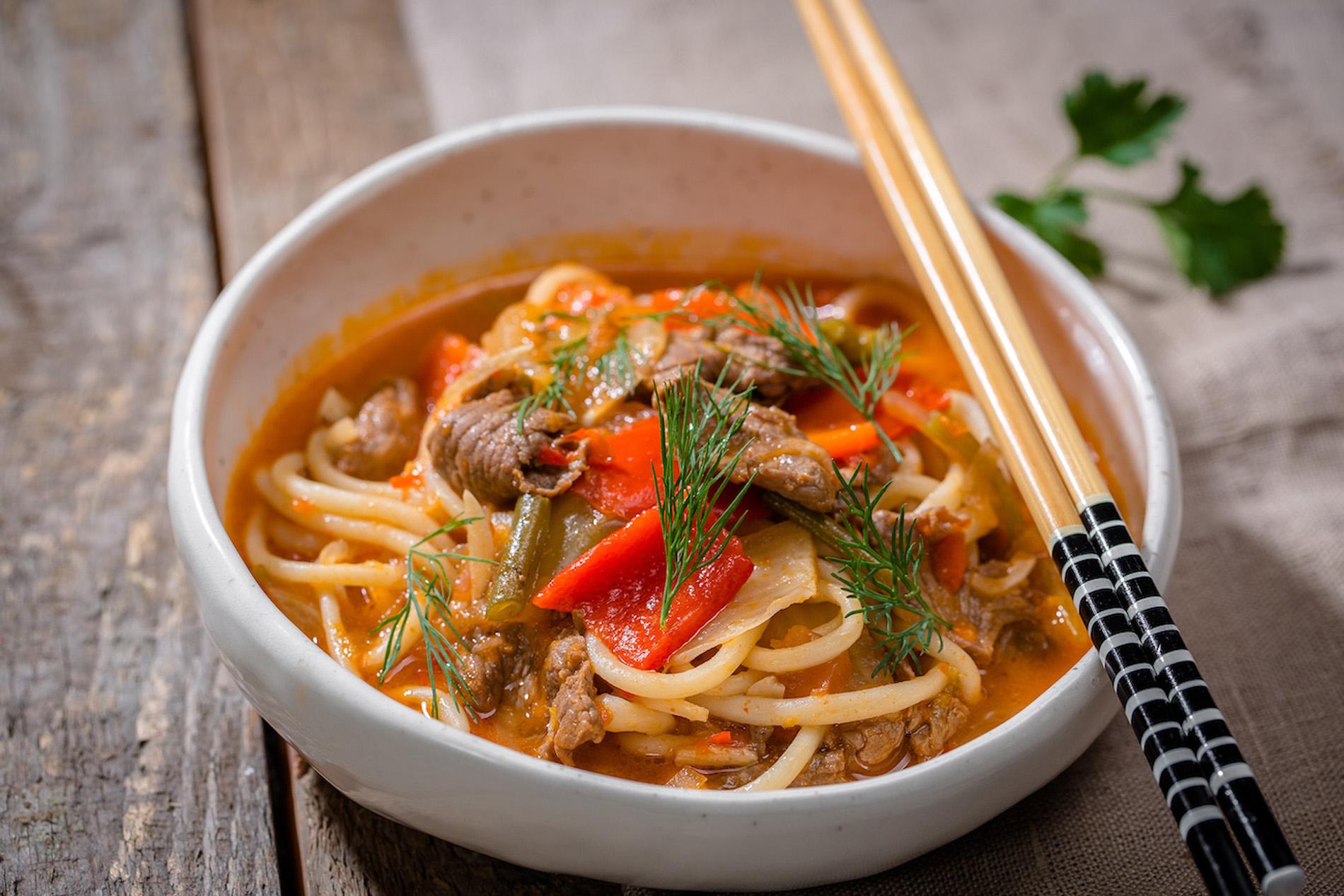 Лагман уйгурский с острым соусом лози