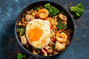 Теппаньяки рис с курицей и яйцом