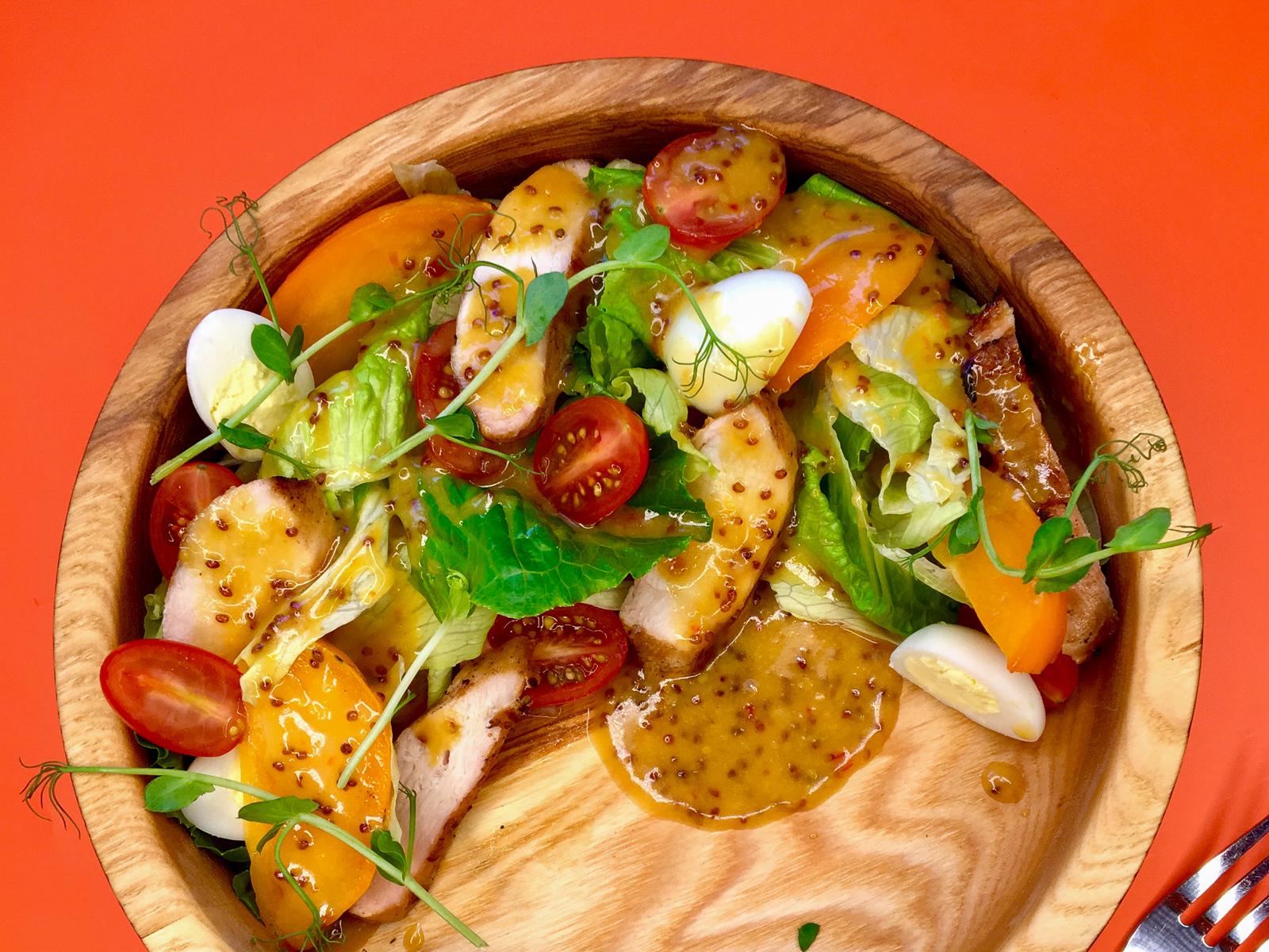 Салат с хурмой в  горчичной  заправке