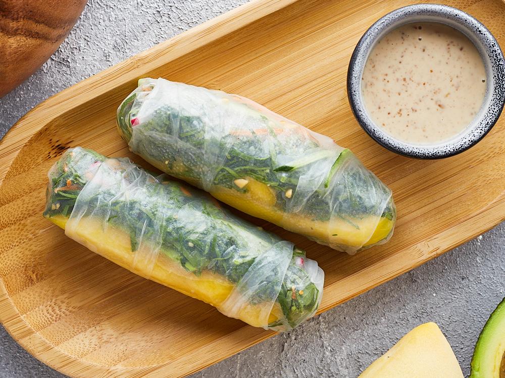 Спринг ролл с овощами и орехово-имбирным соусом