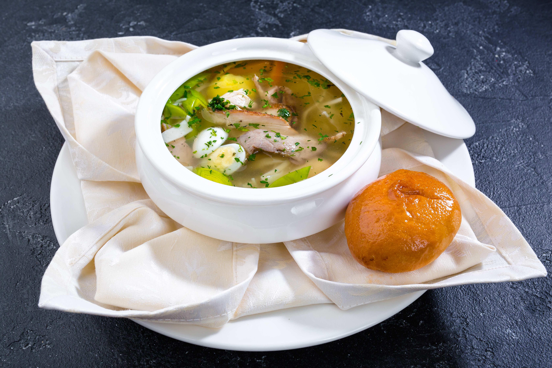 Суп-лапша с цесаркой и грибным пирожком