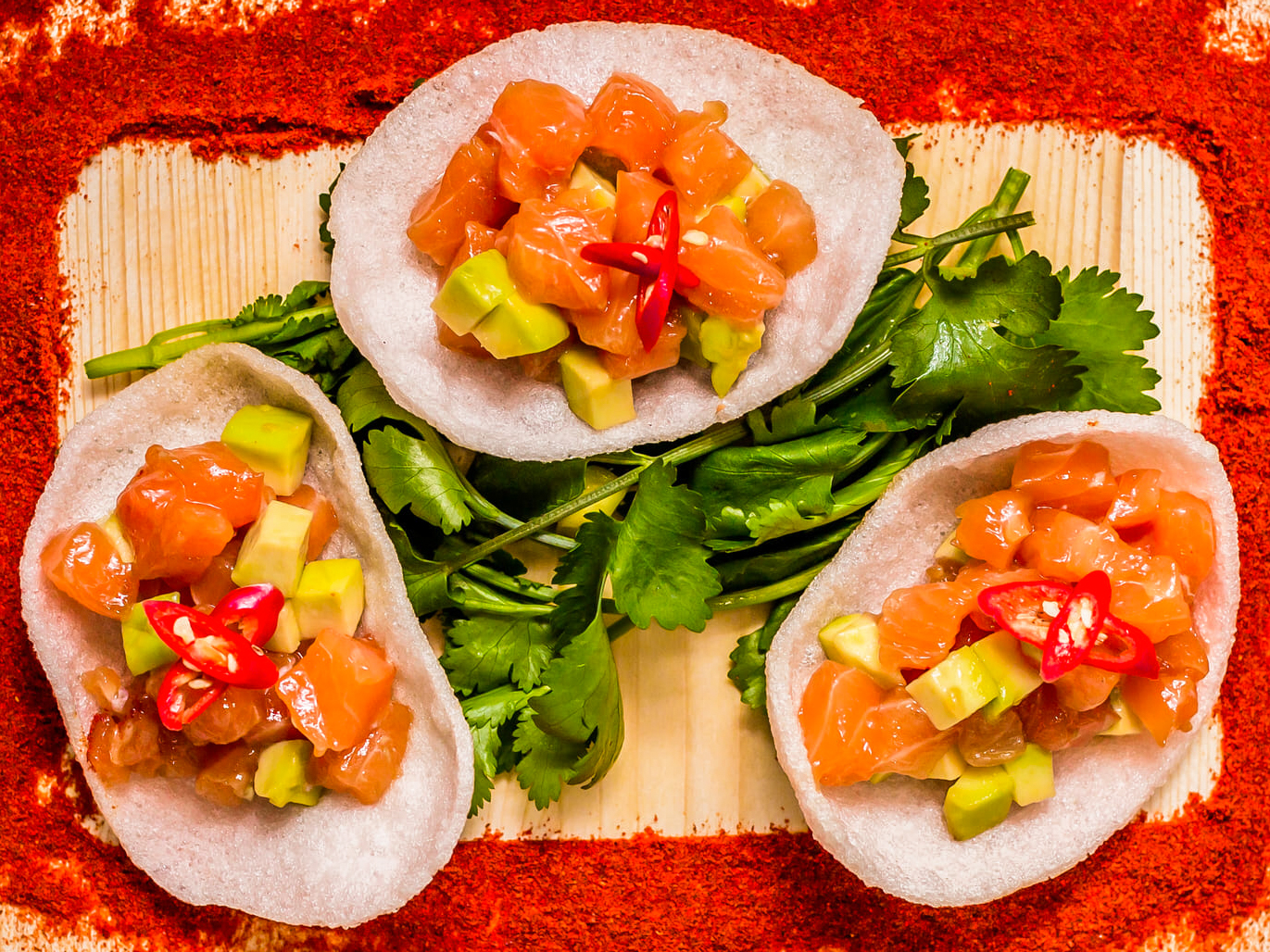 Тар-тар из лосося в тайском стиле
