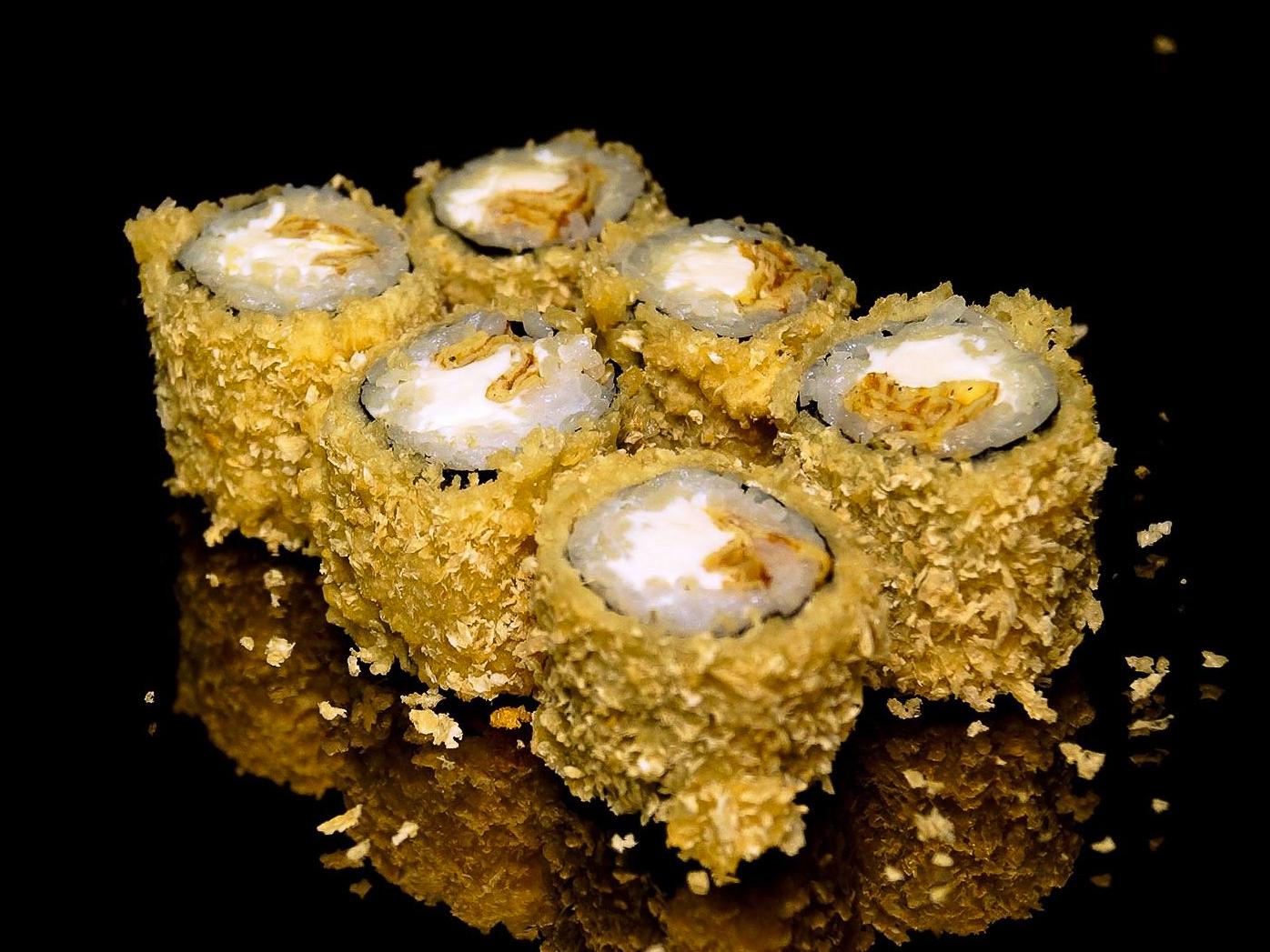 Ролл с омлетом и сливочным сыром в темпуре