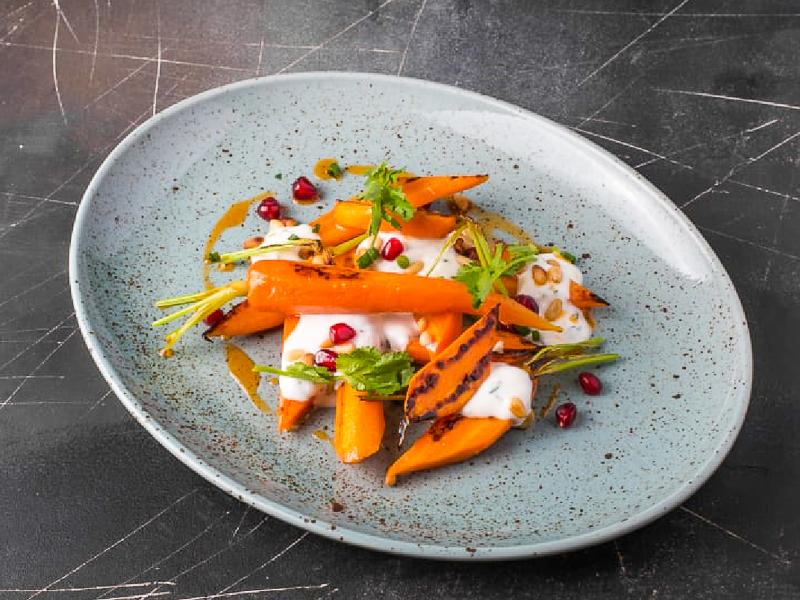 Жареная морковь с соусом из мацони